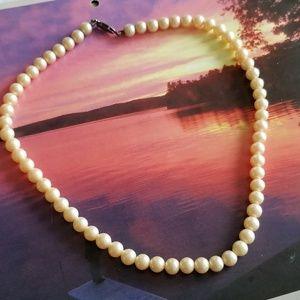 Vintage faux Pearl choker necklace ivory JAPAN